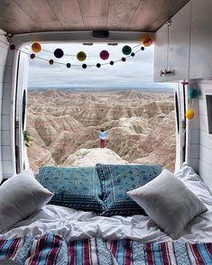 85 DIY Camper Van Conversion for Road Trip Vacation - roomodeling Europa Tour, Kangoo Camper, Kombi Home, Vanz, Diy Hanging Shelves, Van Living, Decoration Inspiration, Tiny House Movement, Diy Interior
