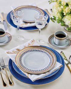 Honing in on a classic blue-and-white palette, Mottahedeh & Co.'s Blue Lace dinner plate and charger elevate the Chinoise Blue salad plate with a touch of French influence. Braided detailing on the flatware and coordinating coffee cups serve as gleaming accents for this glamorous setting. 🍽️: Replacements, Ltd. #southernladymag #eleganceintheeveryday #replacementsltd #tablesettings #blueandwhite #tabletopinspo #mixandmatch #prettytabletops #tablescapes