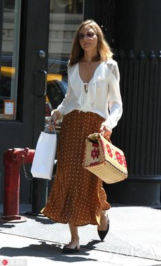 Who made Olivia Palermo's brown polka dot skirt, black bow ballet flat shoes, and white ruffle lace top? Estilo Olivia Palermo, Olivia Palermo Lookbook, Olivia Palermo Style, Olivia Palermo Outfit, Spring Summer Fashion, Spring Outfits, Printemps Street Style, Street Looks, Moda Fashion