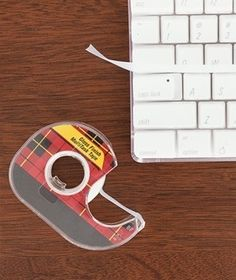 Transparent tape used to clean keyboard Make cleaning your computer keys simple: Slide a strip of tape between the rows of your keyboard. The adhesive side will remove dust and crumbs. Cleaning Tips and Tricks Life Hacks Household Cleaning Tips, Diy Cleaning Products, Cleaning Solutions, Cleaning Hacks, Office Cleaning, Household Products, Office Hacks, Office Org, Ideas Para Organizar