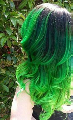 Usually i dont like green hair because it fades into that ugly green, but this…