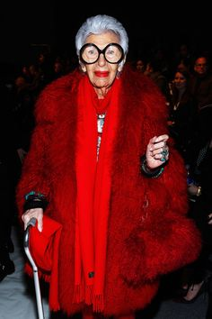 Iris Apfel at the Joanna Mastroianni Fall 2013 fashion show during New York Fashion Week. Fashion Weeks, Ny Fashion Week, New York Fashion, Thats Not My Age, Iris Fashion, Fashion 2017, Couture Fashion, Estilo Fashion, Funky Fashion