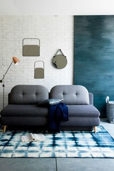 Gray sofa and tie and dye carpet. Blue reminder on the wall. Guest Room Office, Home And Living, Decor, Living Room Colors, Bedroom Decor, Furniture, Home, Living Room Photos, Home Decor