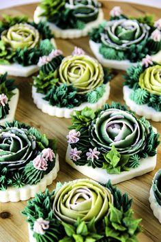 Flower Sugar Cookies, Sugar Cookie Royal Icing, Iced Sugar Cookies, Cake Cookies, Cool Cake Designs, Cookie Designs, Buttercream Decorating, Cookie Decorating, Biscuits