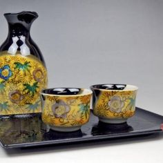 Kutani ware Sake set. Free worldwide shipping from japan.
