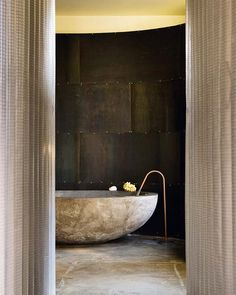 An old factory. Bathroom designed by Pascal-Levy Trumpet. Photo: Nuevo Estilo