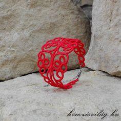 Gépi hímzéssel, egyedi tervezés alapján készült kézműves ékszer. Cuff Bracelets, Jewelry, Jewellery Making, Jewerly, Jewelery, Jewels, Jewlery, Bangles, Fine Jewelry