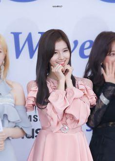 Twice-Sana 180830 SORIBADA BEST K-MUSIC AWARDS Kpop Girl Groups, Korean Girl Groups, Kpop Girls, Sana Minatozaki, Myoui Mina, Lovely Smile, Twice Sana, Hirai Momo, K Pop Music