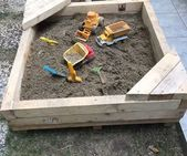 Easy and Quick Sand Playing Pool - All For Garden Ferns Garden, Garden Hose, Kid Pool, Sanding Block, Salvaged Wood, Wood Toys, Wood Crafts, Outdoor Power Equipment, Outdoor Structures