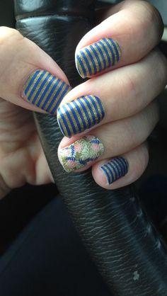 Navy and Gold Wedding Nails. Nail Art. Bridesmaids Nails.