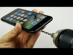 Broma se hace viral y hace que usuarios de iPhone 7 destrocen su móvil en busca del puerto de 3.5mm - http://www.actualidadiphone.com/broma-puerto-3-5mm-iphone-7/