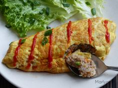 Omurice, l'omelette japonaise au riz frit Omurice Recipe, Asian Recipes, Ethnic Recipes, Japanese Food, Meatloaf, Bento, Baked Potato, Sushi, Cooking