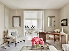 Feminine home #office with #neutral tones and #glam style
