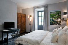 Chambre Deluxe (7) Lits King Size Climatisation Accès wifi gratuit Tv satellite coffre fort Télephone toilettes séparées