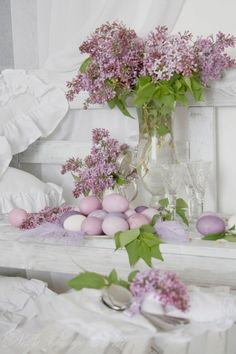 Learn how to create the ultimate Easter centerpieces with these mind-blowing Easter tablescapes that will be sure to impress your guests. Easter Table Decorations, Easter Centerpiece, Easter Decor, Spring Decorations, Diy Centerpieces, Easter Holidays, Easter Crafts, Happy Easter, Spring Time