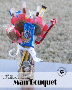 Your dad won't want a bouquet of flowers for #FathersDay this year but you can make him his own #DIY bouquet full of treats that he's sure to love!