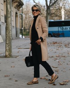 Best Clothing Styles For Women Over 50 - Fashion Trends Over 60 Fashion, Mature Fashion, Older Women Fashion, Over 50 Womens Fashion, Fashion Over 50, Look Fashion, Plus Size Fashion, Winter Fashion, Fashion Outfits