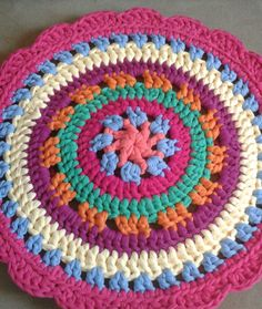 Crochet Coaster Pattern, Crochet Rug Patterns, Crochet Designs, Diy Crochet, Crochet Doilies, Crochet Circles, T Shirt Yarn, Diy And Crafts, Embroidery