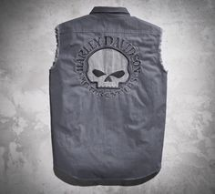 The skull blowout raises the rebel-bar on the biker-basic. | Harley-Davidson Men's Skull Blowout