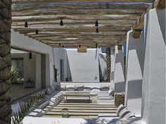 Ibiza, villa di lusso con piscina a sfioro