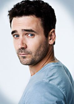 Allan Hawco from Newfoundland who plays Jake Doyle on the wonderful Canadian TV show, Republic of Doyle.Gotta admit it, I love a little scruff! Allan Hawco, Murdoch Mysteries, Newfoundland And Labrador, Newfoundland Canada, National Theatre, Young Actors, It Goes On, Celebs, Celebrities