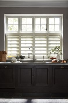 Looking for ways you can maximize the light in your kitchen diner? Window dressing is important to get right in your kitchen. Shutters are a great kitchen window dressing idea to consider for maximum light control. Cafe Style Shutters, Kitchen Shutters, Interior Shutters, Window Shutters, Kitchen Doors, Fall Home Decor, Home Decor Trends, Home Decor Styles, Decor Ideas