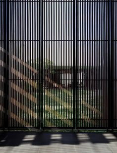 Gower St Residence, Colombo, Sri Lanka, by Kerry Hill Architects Facade Design, Fence Design, Exterior Design, Architecture Design, House Design, Kerry Hill Architects, Loft Industrial, Chinese Interior, Screen House