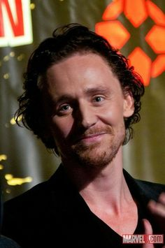 Tom Hiddleston @ New York Comic Con 2011 - tom-hiddleston Photo