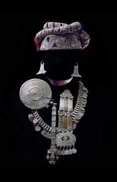 """joyería Mapuche"" via Moni Jean's High Jewelry, Tribal Jewelry, Indian Jewelry, Jewelry Accessories, Ancient Jewelry, Antique Jewelry, Vintage Jewelry, Southern Cone, Argentine"