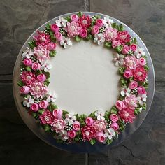 Cake Decorating Frosting, Cake Decorating Designs, Creative Cake Decorating, Cake Decorating Videos, Buttercream Flower Cake, Cake Icing, Cupcake Cakes, Simple Cake Designs, Cupcakes Decorados