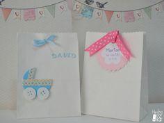 Bolsas de papel para envolver los detalles y regalos de bautizo y baby shower http://hechoporkit.wordpress.com/
