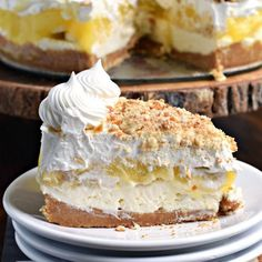 No Bake Banana Cream Cheesecake - Shugary Sweets No oven needed with this beautiful, layered NO BAKE Banana Cream Cheesecake! You'll love the cookie crust with the creamy cheesecake, fresh bananas, banana pudding and whipped topping! Banana Cream Pudding, Banana Pudding Cheesecake, Homemade Cheesecake, Keto Cheesecake, Pudding Cake, Cheesecake Squares, Brownie Desserts, Köstliche Desserts, Delicious Desserts