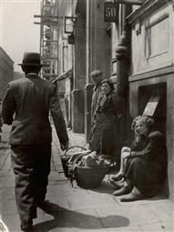 Jewish Life in Eastern Europe, ca. 1935-38 | Roman Vishniac Archive Each passerby raises hope, Warsaw