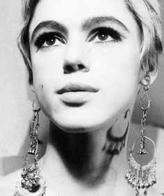 Edie Sedgwick's chandelier earrings and gorgeous eye makeup
