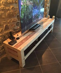 Do you already have ideas for your weekend project? How about replacing your old TV stand with a new one? Check out these 11 very different, but incredible DIY TV stand project ideas that step you through building a terrific media console. Tv Pallet, Rack Pallet, Pallet Tv Stands, Pallet Ideas, Pallet Projects, Furniture Projects, Pallet Tables, Pallet Shelves, Wooden Pallet Furniture