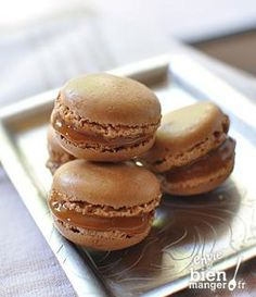 Recette Macarons au caramel au beurre salé (difficulté Moyen) . Découvrez comment préparer votre Dessert sur EnvieDeBienManger.fr