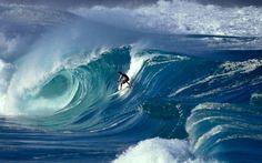 Surfing Waimea Shorebreak, Oahu