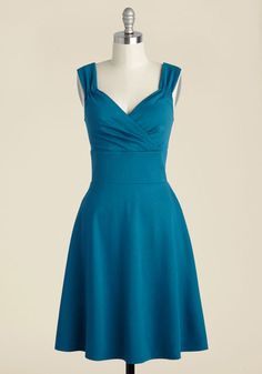 While learning about oak barrels and residual sugar at the wine tasting in this teal dress, everyone else is discovering your retro style! As you chat about vintages and pairings, other patrons drink in the surplice neckline and gathered straps of this A-line frock, raising a glass to your crisp taste.
