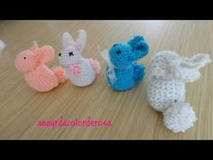 Aprende Como tejer a Crochet fácil Mariposas en con alas de Colores- How to Crochet butterfly Crochet Teddy, Easter Crochet, Crochet Bunny, Crochet Toys, Free Crochet, Knitted Cat, Knitted Animals, Small Crochet Gifts, Crochet Flower Tutorial