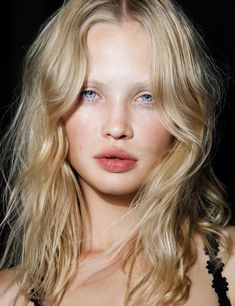 Minimal, natural makeup with pink blush and rosy lip. Complete hair with beachy waves.