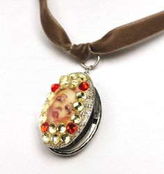 My friend Cathie of Cathie & Stevesure knows how to make a necklace! She revamped this old locket from her vintage collection. If I had to guess – you too have something in your jewelry collection that could use a facelift. I know I do, and Mod Podge can be used on jewelry (and it...Read More »