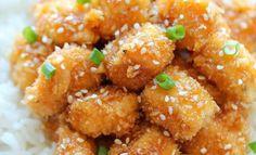 Ingredientes para el pollo: 1 libra de pechugas de pollo sin hueso, sin piel, cortado en trozos de 1 pulgada Sal kosher y pimienta negra molida, al gusto 2 huevos grandes, batidos 1 taza de Panko * Ingredientes para la salsa: 1/3 taza de miel, o más, al gusto 4 dientes de ajo picados 2 …