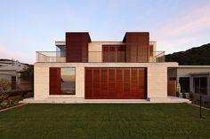 porebski architects adapts the block house to pearl beach in australia