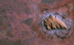 L'Ayers Rock, in Australia, fotografata dal satellite Kompsat-2 il 15 settembre 2011  foto: ESA