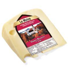 Moine (Le) | Un fromage apparenté au type gruyère, sa pâte ferme affinée plus longuement, présente une saveur typée, une texture plus sèche et des petits yeux. Il se prête à plusieurs usages, comme les fromages de type gruyère et de type suisse.