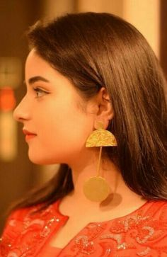 Zaira Wasim, Beautiful Girl Indian, Beautiful Women, Embroidery On Kurtis, Bollywood Girls, Best Friend Pictures, Girl Photography Poses, Girl Poses, Cute Faces