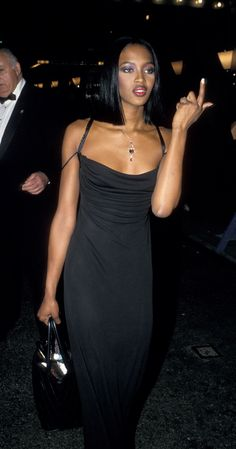 Naomi Campbell's Throwback Style Will Inspire Your Wardrobe - Moda Life 2000s Fashion, Look Fashion, Runway Fashion, Fashion Models, High Fashion, Fashion Outfits, Black 90s Fashion, Celebrities Fashion, Fashion In The 90s