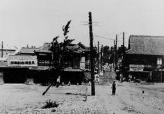 1930년 영등포역.초기에는  경성토목합자회사에 의해 1935년 1월 16일 기공되어 1935년 6월 24일 준공되었다