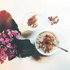 Buongiorno fagioliniiii  quello è il fiorellino che mi sono regalata per la festa delle donne, non è bellissimo?  inizio il mio martedì con: · porridge fatto con 40gr di fiocchi di avena, acqua, mele disidratate e cannella; · la restante mela (20gr in tutto) · 150ml di latte accadi senza lattosio schiumato caldo con cannella; · 10gr di frutta secca e disidratata mista Per spuntini a scuola, visto che tornerò a casa stasera, tra mattina e pomeriggio mangerò: uno yogurt magro alla vaniglia…