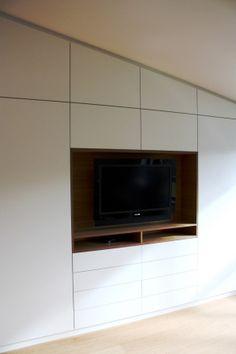 Einbauschrank, Wohnzimmerschrank, built-in cupboard in living room, placard. Design by OST Concept Luxembourg.